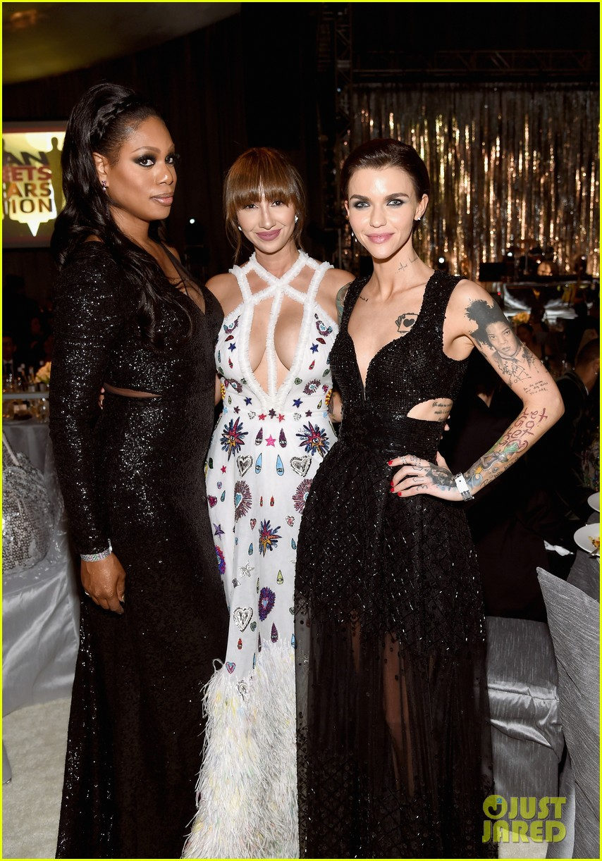 ruby rose reunites with orange is the new black co stars at elton johns oscars 21