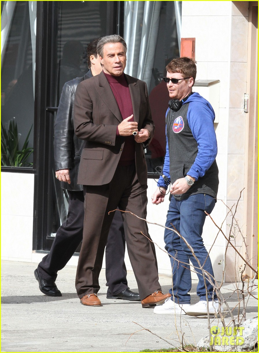 john travolta gets into character filming john gotti 103863554