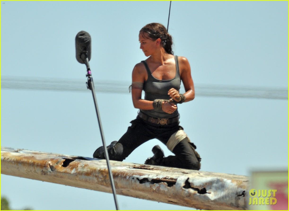 Alicia Vikander as Lara Croft in 'Tomb Raider' - First ...