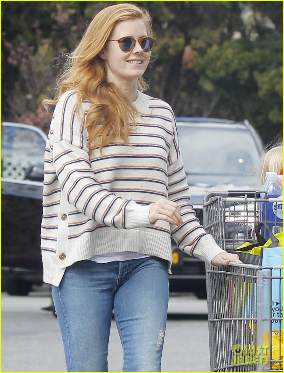 amy adams goes grocery shopping 013868410