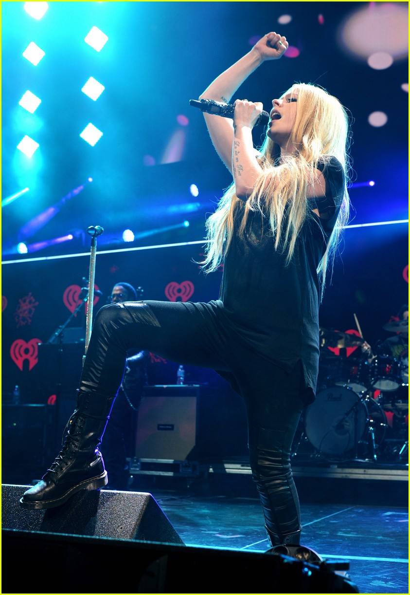 avril lavigne 39 s new album coming 39 soon 39 sometime in 2017 photo 3868521 avril lavigne music. Black Bedroom Furniture Sets. Home Design Ideas