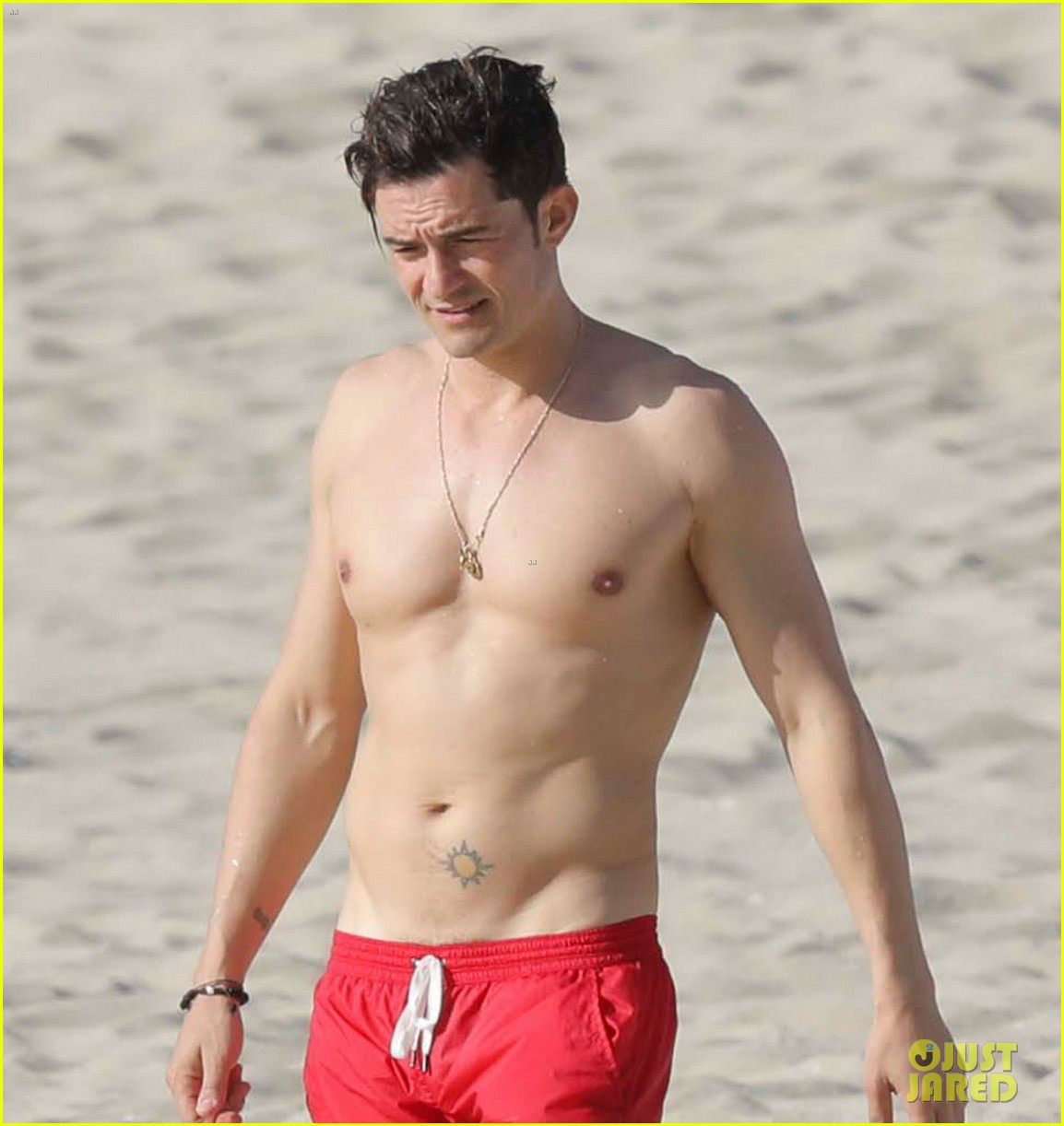 Decoding Orlando Blooms Naked Pictures: What Was He Doing