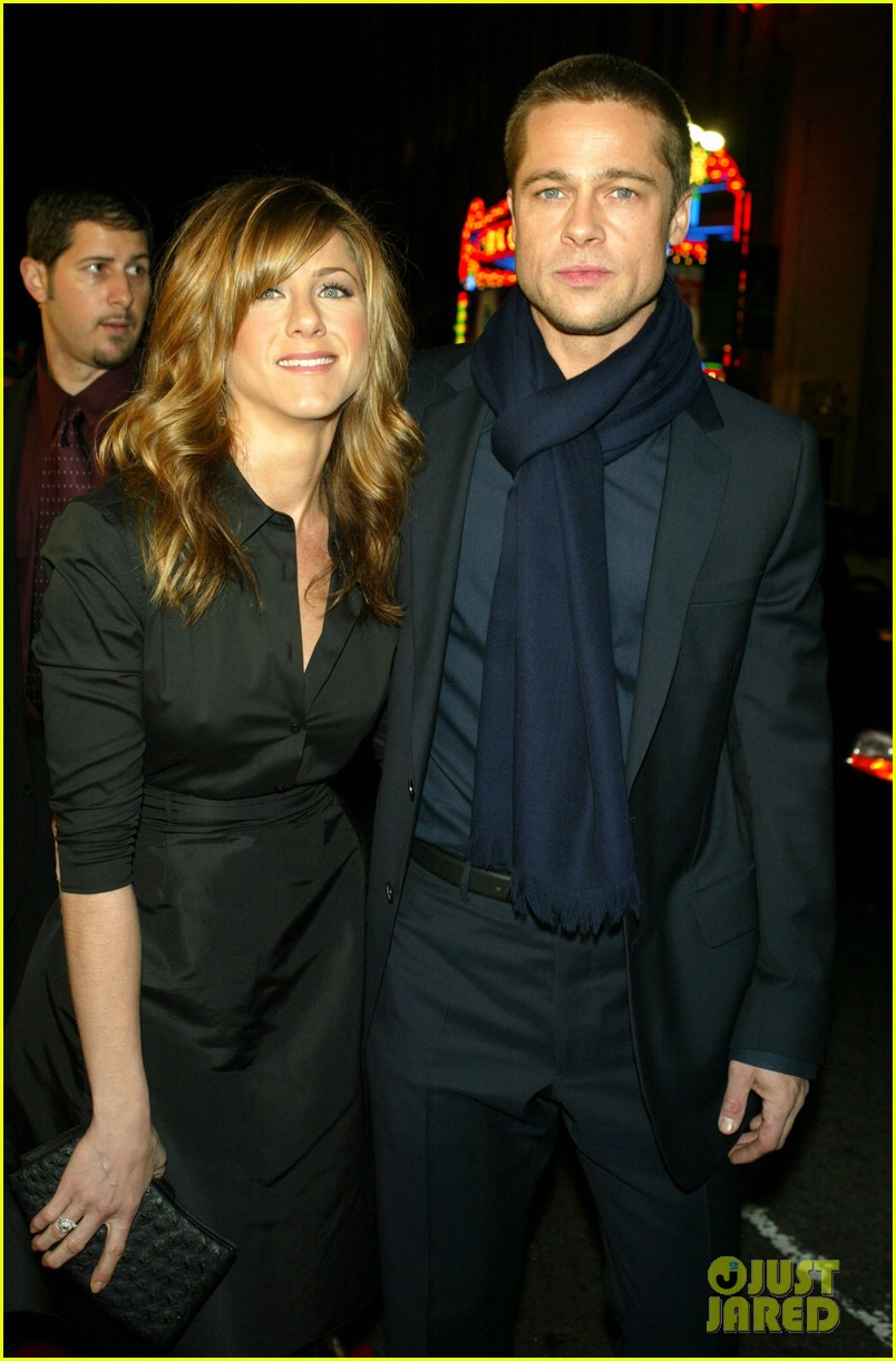 brad pitt jennifer aniston text each other 013868628