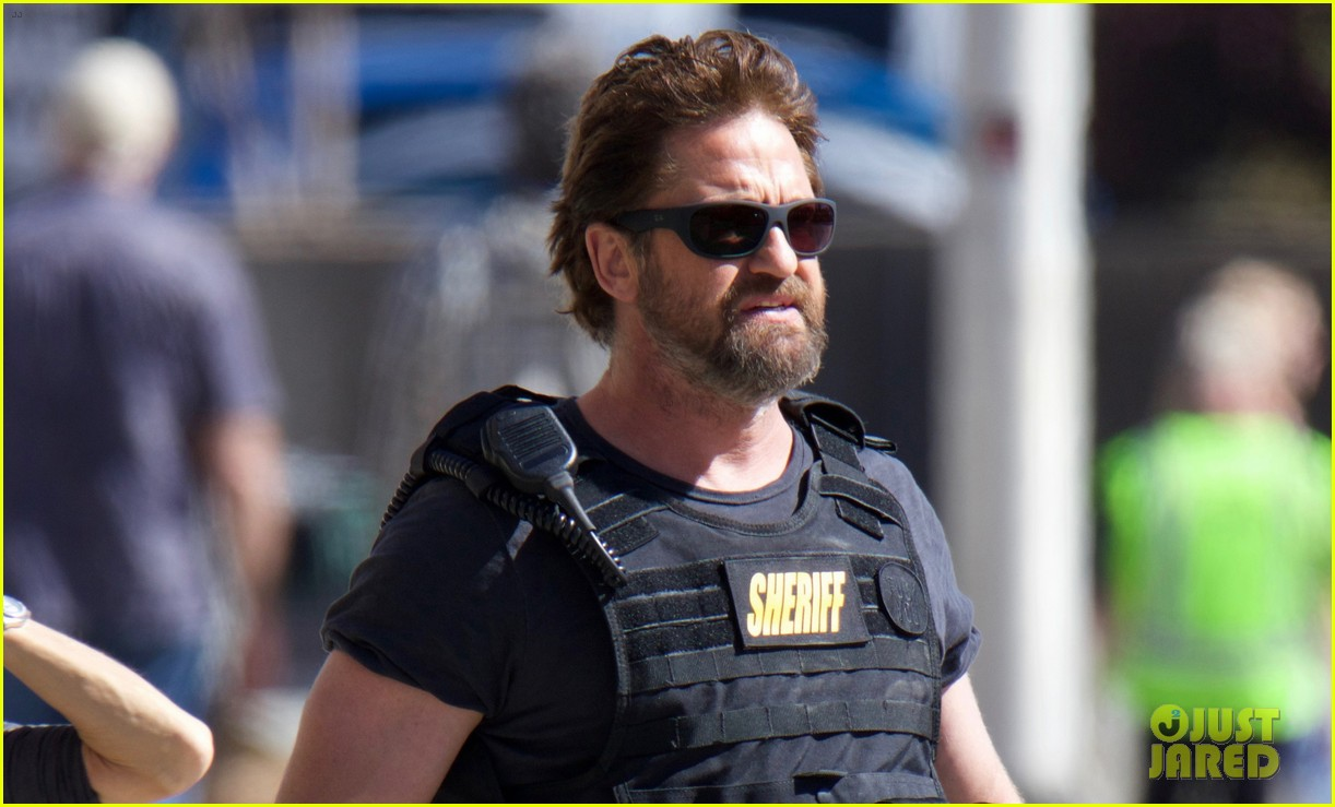 gerard butler films movie den of thieves 043871871