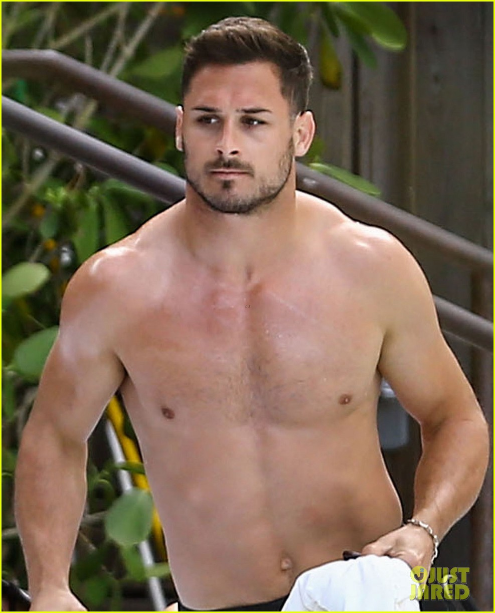 nfl-star-danny-amendola-shirtless-miami-