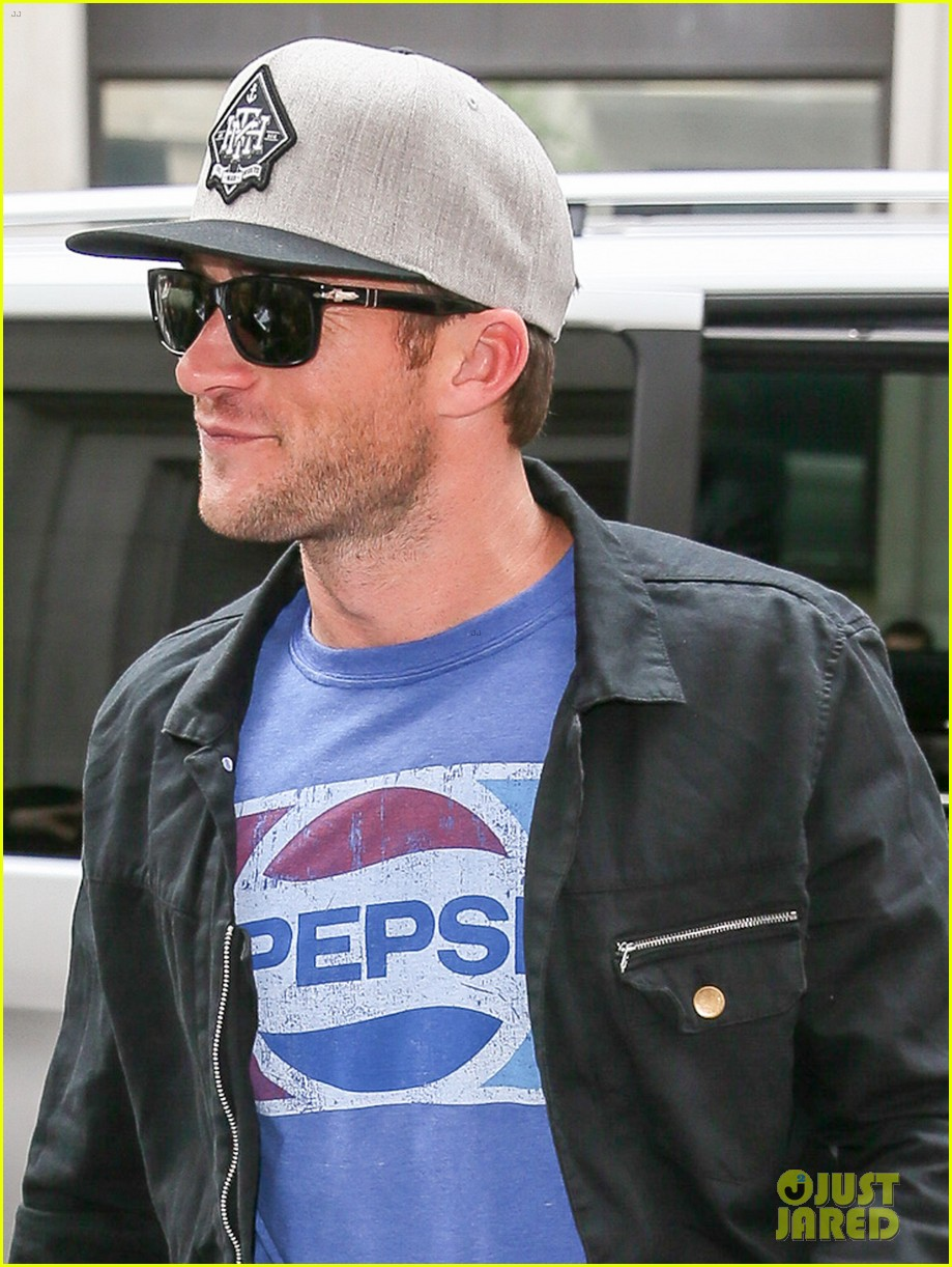 scott eastwood dishes on starring in taylor swifts wildest dreams video shes incredible 053880710