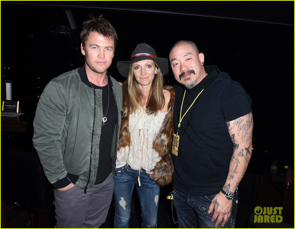 luke hemsworth malin akerman more live it up with hudson for red hot chili 013871423