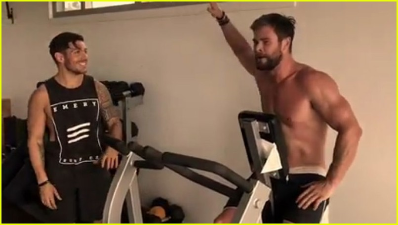 Chris Hemsworth Goes S...