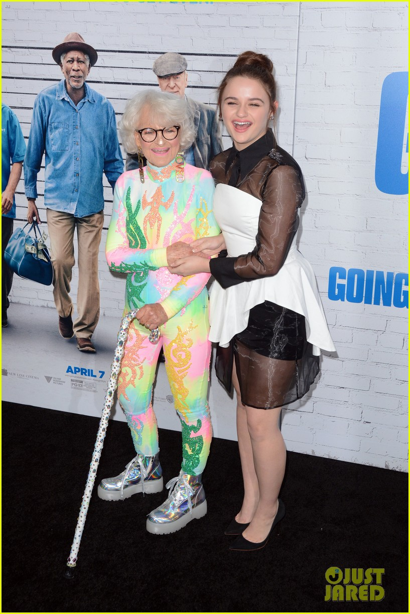 joey king going in style premiere 183880419