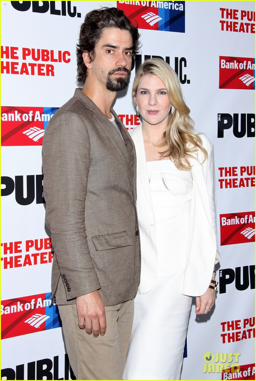 lily rabe welcomes daughter hamish linklater 013874269