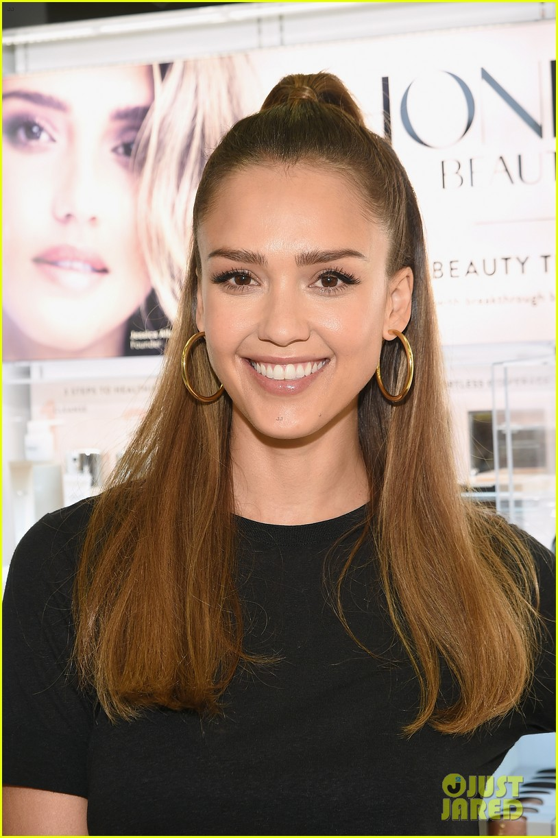 Full Sized Photo Of Jessica Alba Hosts Honest Beauty Makeup Takeover