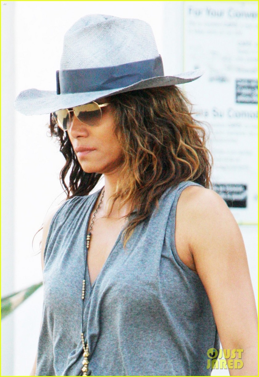 halle berry kicks off easter weekend with good friday post 023886010