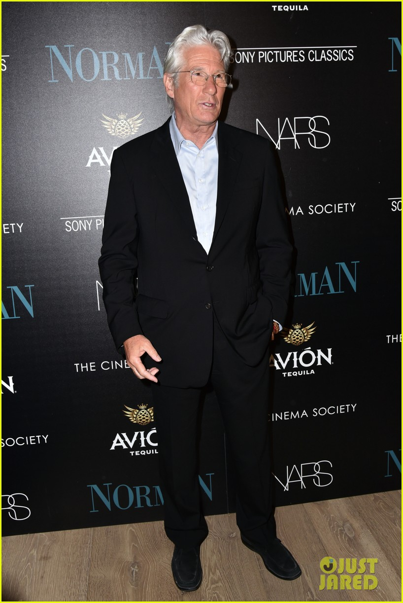 richard gere reveals he hasnt seen pretty woman in 27 years 013885308