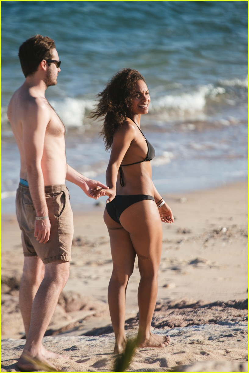 Lyndie Greenwood and her beau at beach, Source: Just Jared