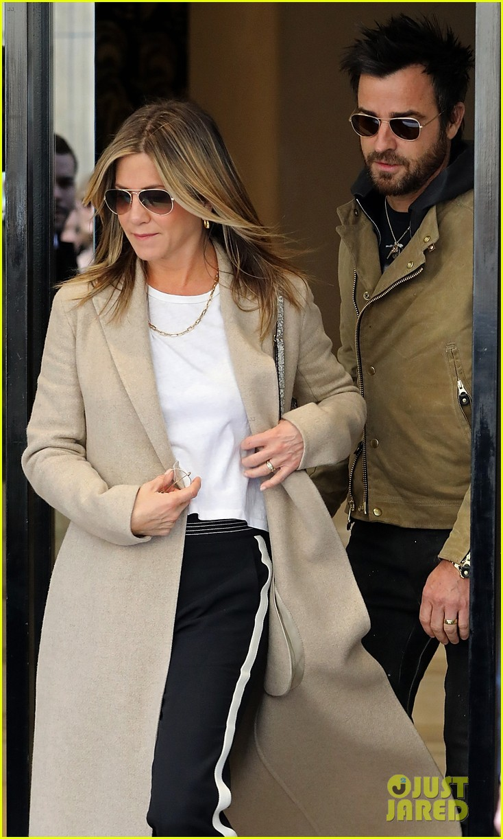 jennifer aniston justin theroux out in paris 023885098