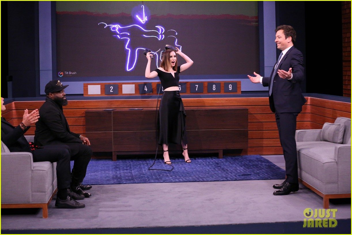 orlando bloom faces off against jimmy fallon on the tonight show 053905387