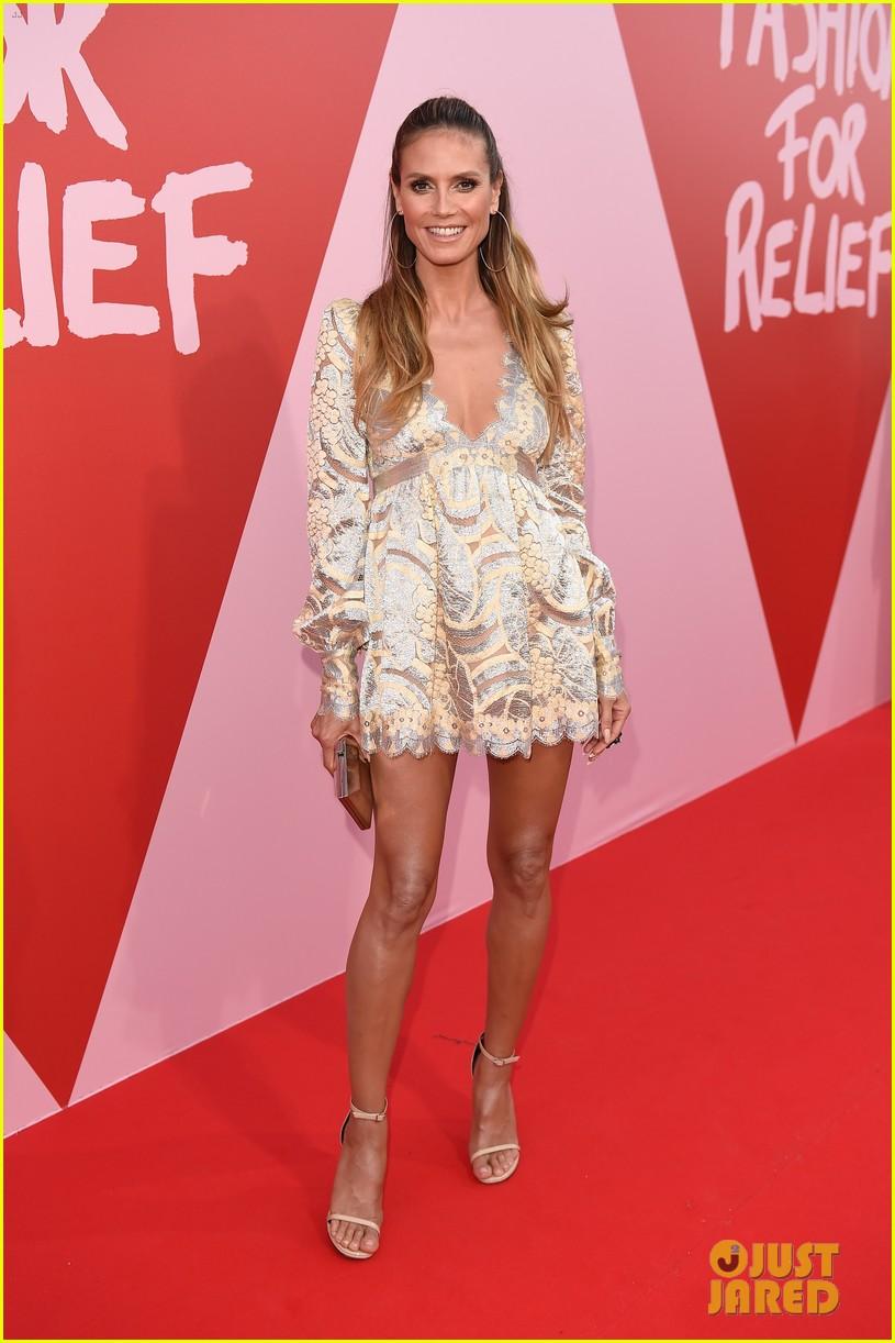 Heidi Klum, Naomi Campbell & Kate Moss Hit Runway At Fashion For ...