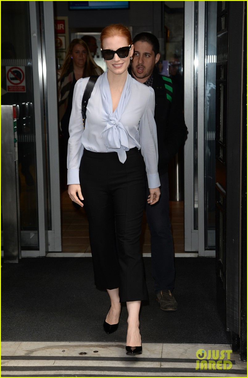jessica chastain stylishly arrives in london023895634