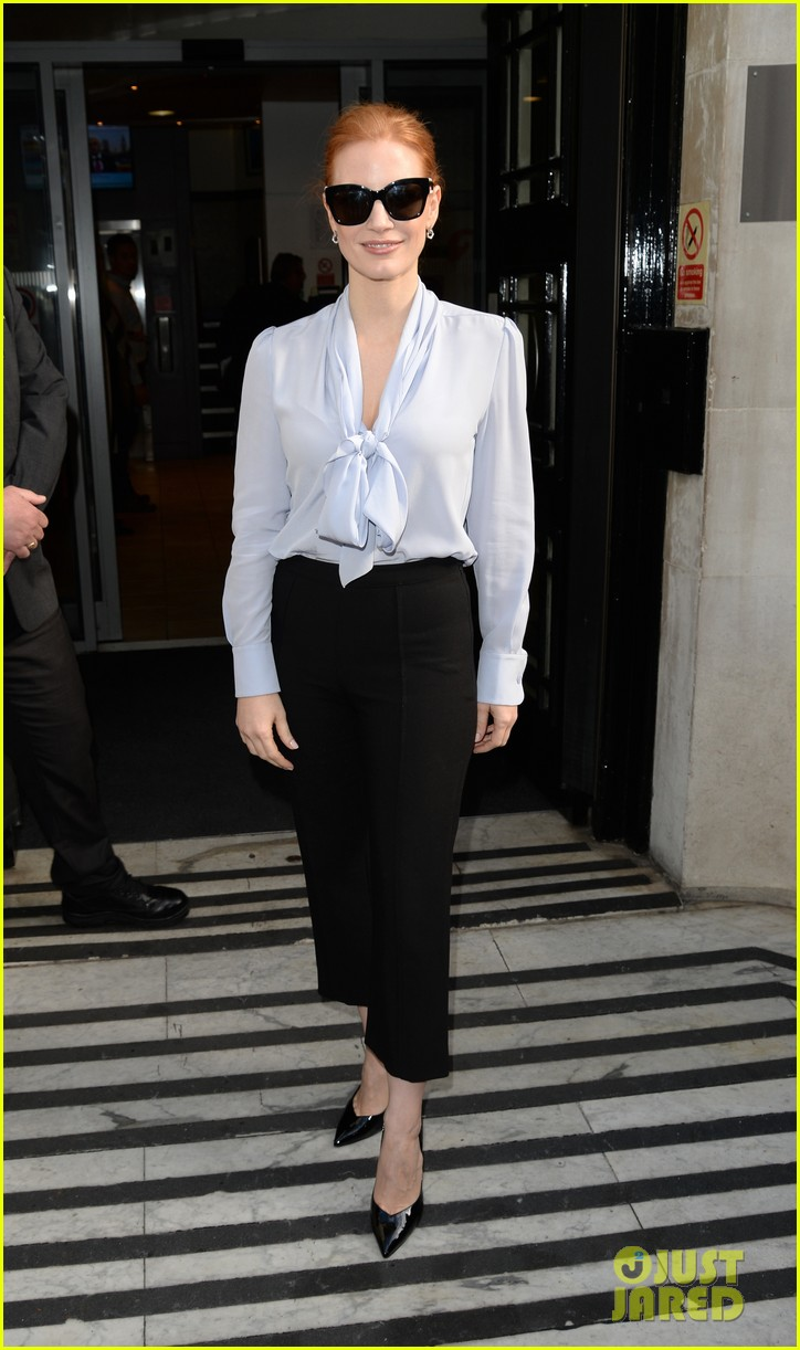 jessica chastain stylishly arrives in london053895637