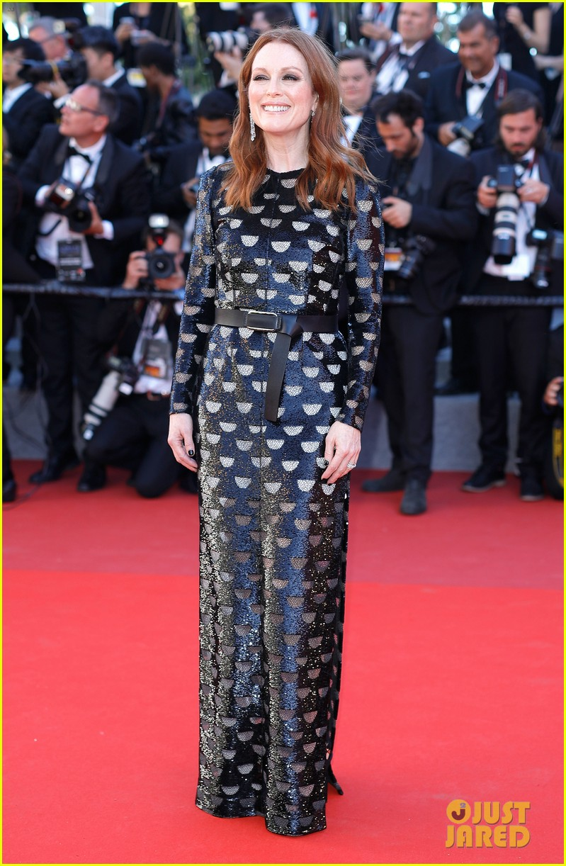 jessica chastain julianne moore continue their fashion fun in cannes 013901603