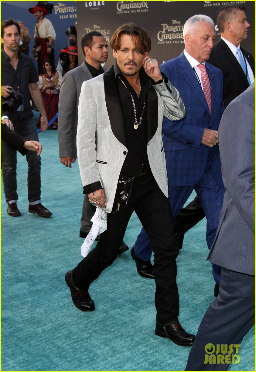 johnny depp orlando bloom premiere pirates in hollywood 213901324