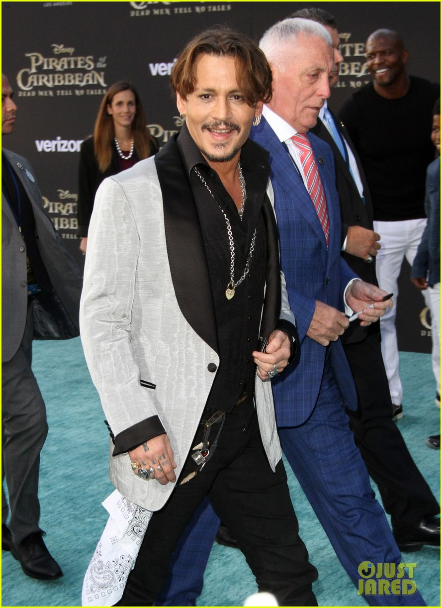 johnny depp orlando bloom premiere pirates in hollywood 223901325