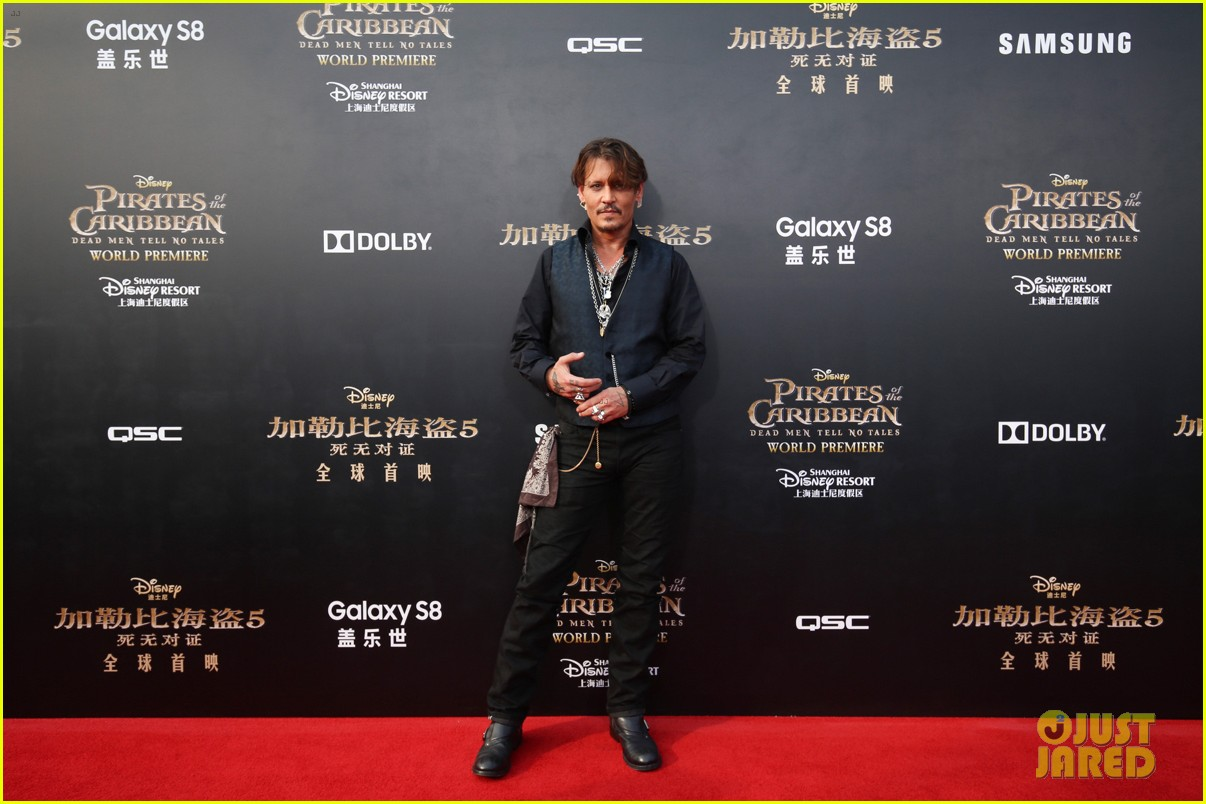 johnny depp orlando bloom reunite for pirates of the caribbean shanghai world premiere 053897608