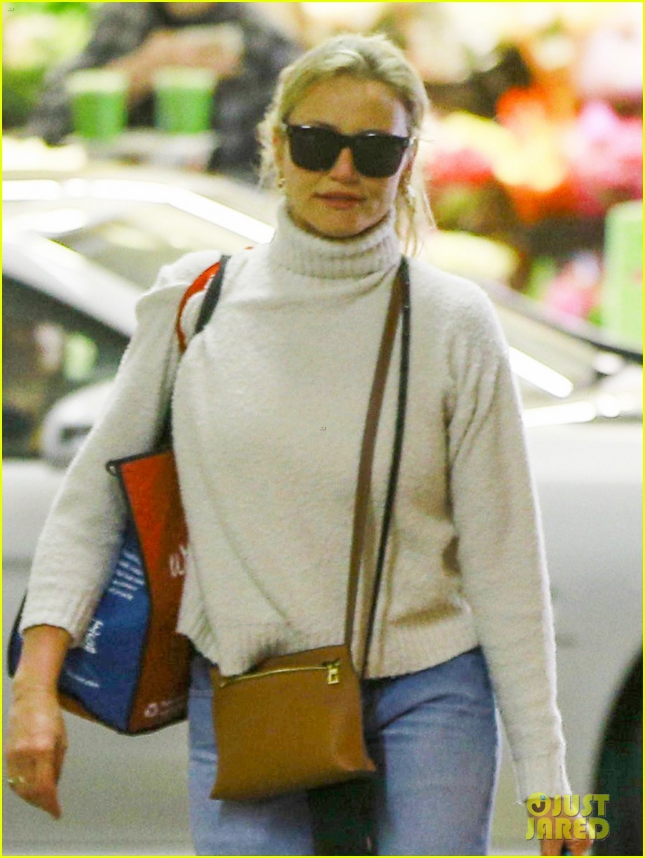 cameron diaz stocks up on groceries in beverly hills013901349
