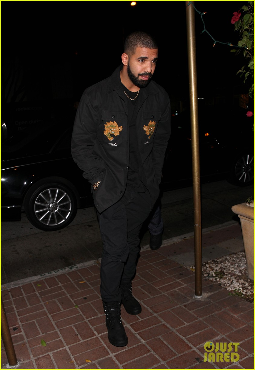 drake grabs dinner in beverly hills053906239