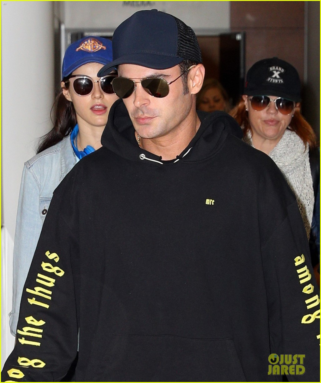 zac efron arrives down under with alexandra daddario 043900103
