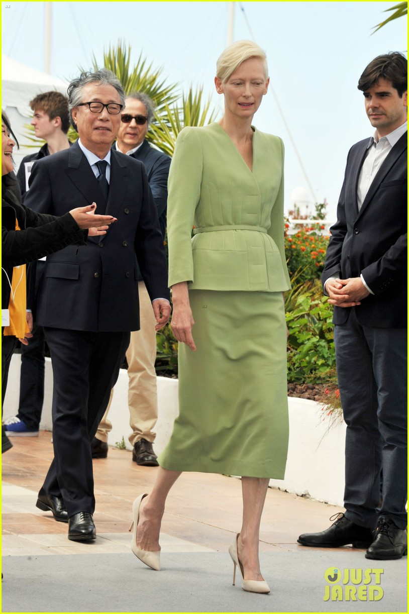 jake gyllenhaal tilda swinton lily collins debut okja at cannes film fest 133901367