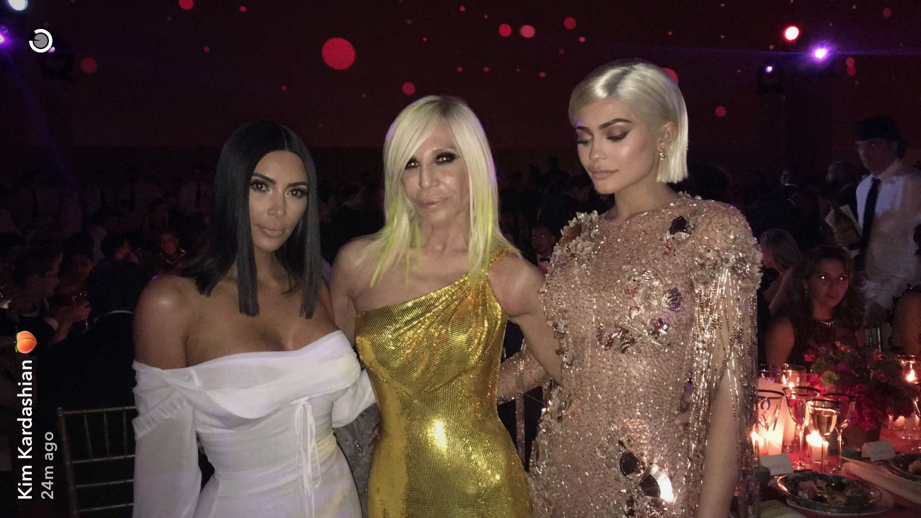 kylie jenner takes epic met gala 2017 bathroom pic023893431