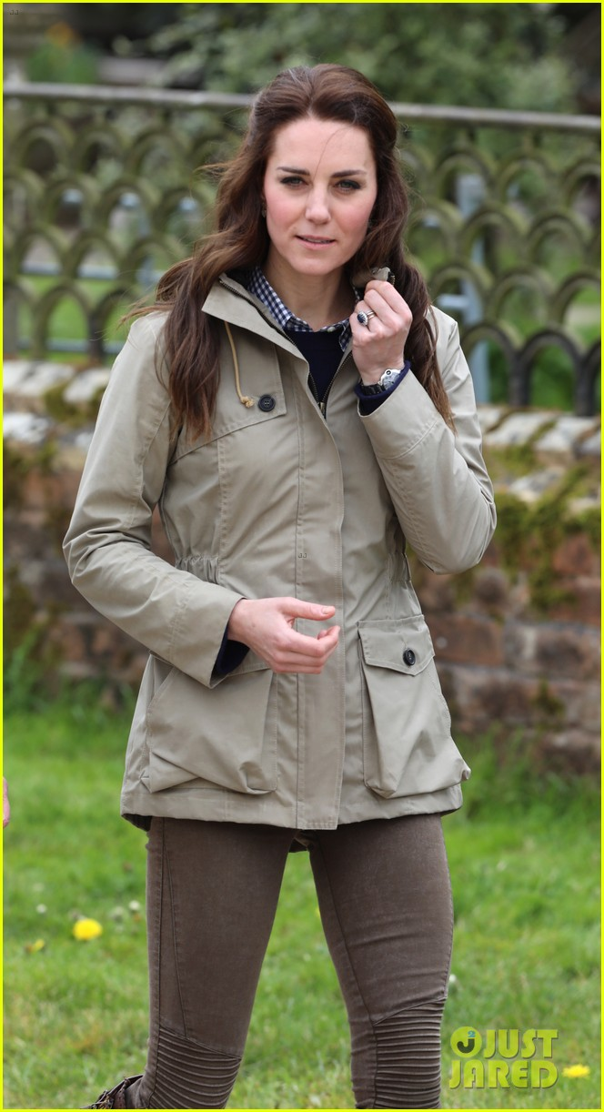 kate middleton feed baby lambs farms for children visit 09