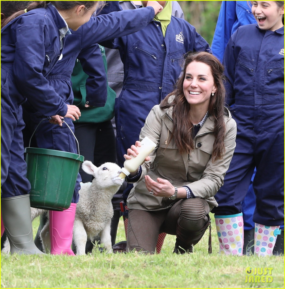 kate middleton feed baby lambs farms for children visit 19