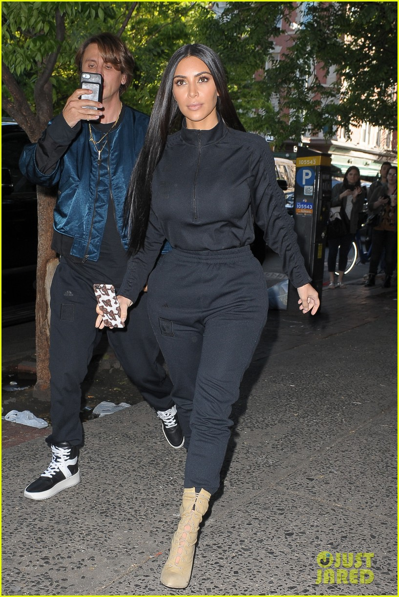 kim kardashian khloe kardashian pizza 013899658
