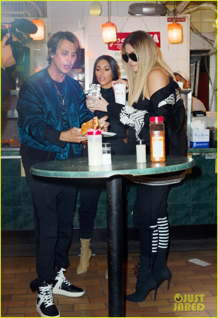 kim kardashian khloe kardashian pizza 043899661