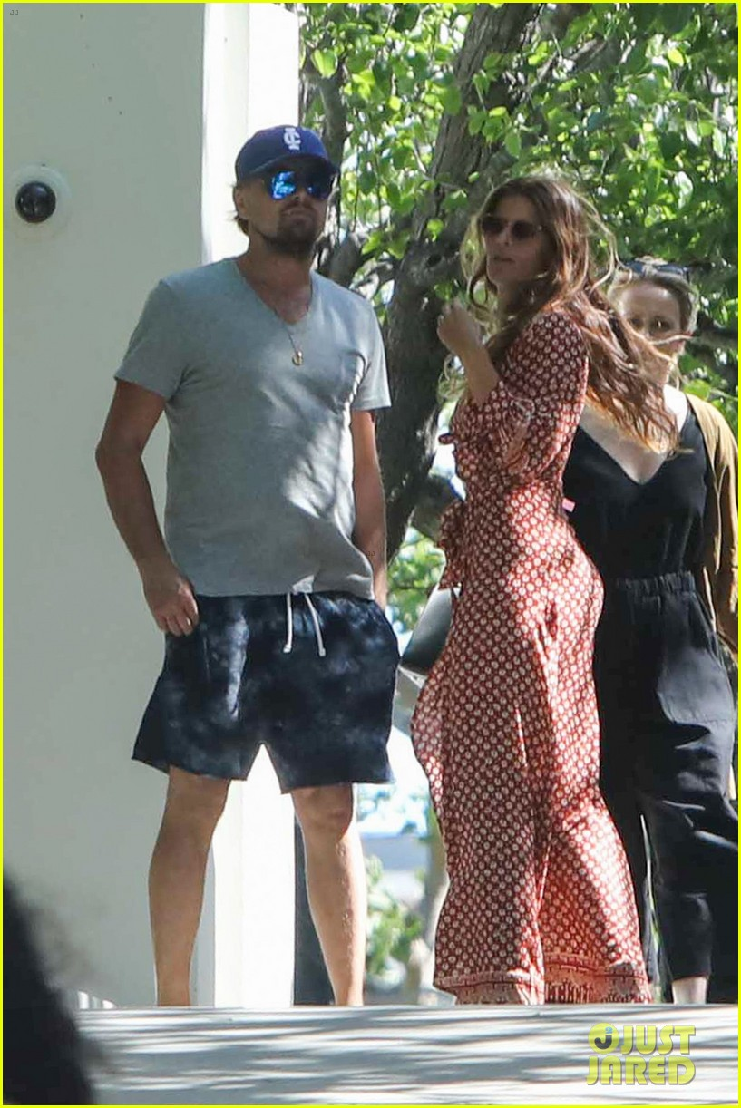 leo dipcaprio attends mothers day brunch in malibu023898492