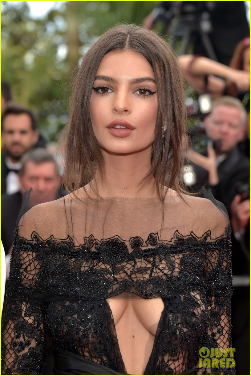 emily ratajkowski wows in peter dundas on cannes red carpet 023901165