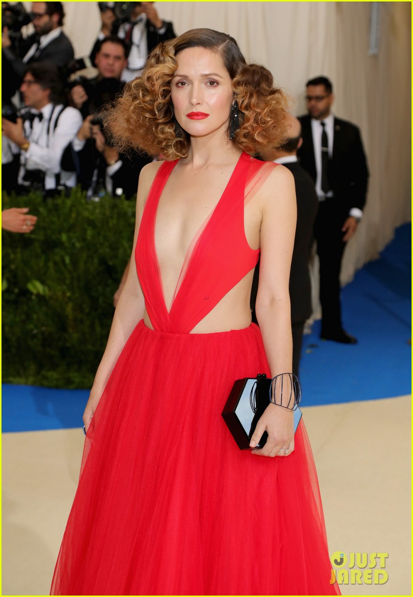 Rose byrne shows off red curly hair at met gala 2017 with bobby rose byrne shows off red curly hair at met gala 2017 with bobby cannavale urmus Choice Image