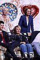 roseanne cast reunites at abc unfronts 05