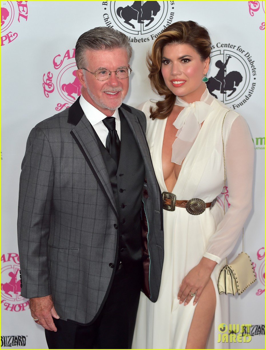 robin thicke taking dad alan widow to court 023900068