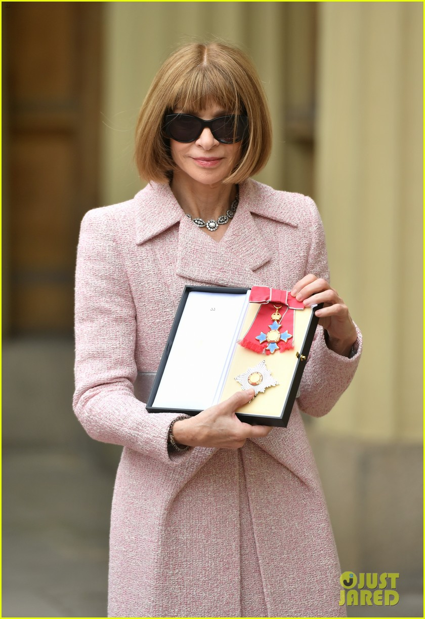 anna wintour becomes a dame 013895452