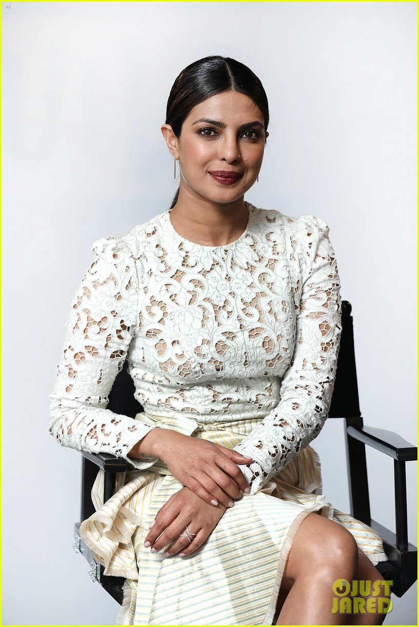 priyanka chopra answers baywatch questions in london 023908002