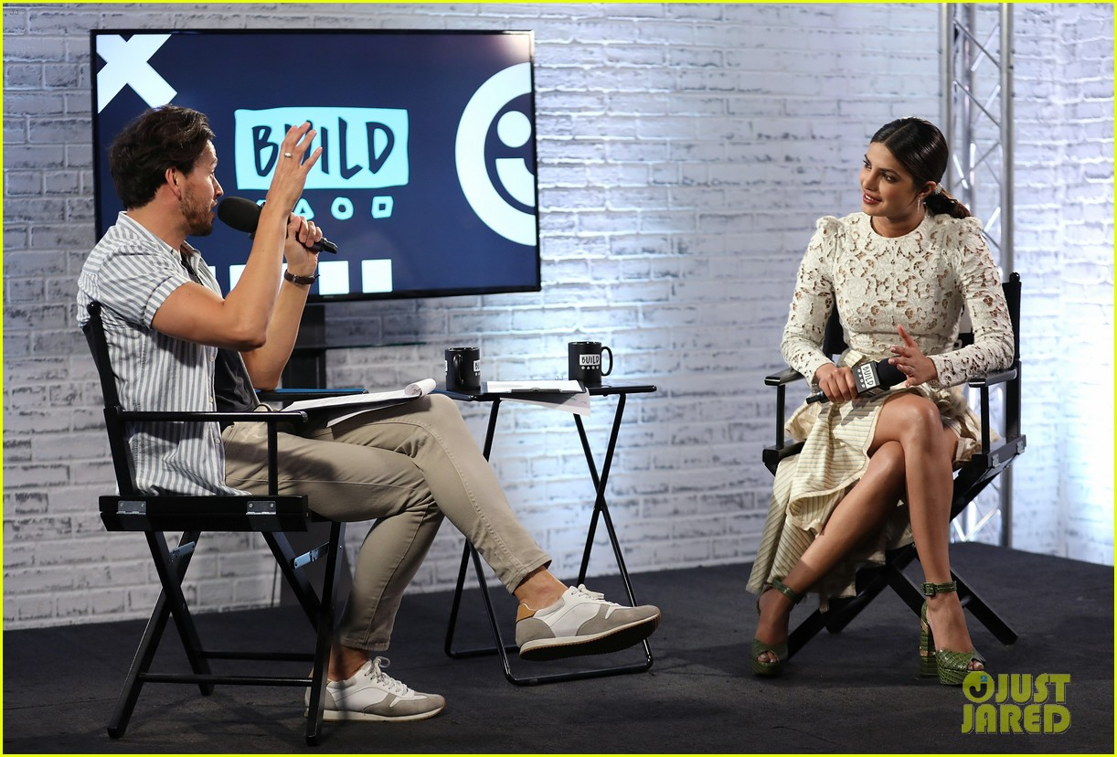 priyanka chopra answers baywatch questions in london 033908003