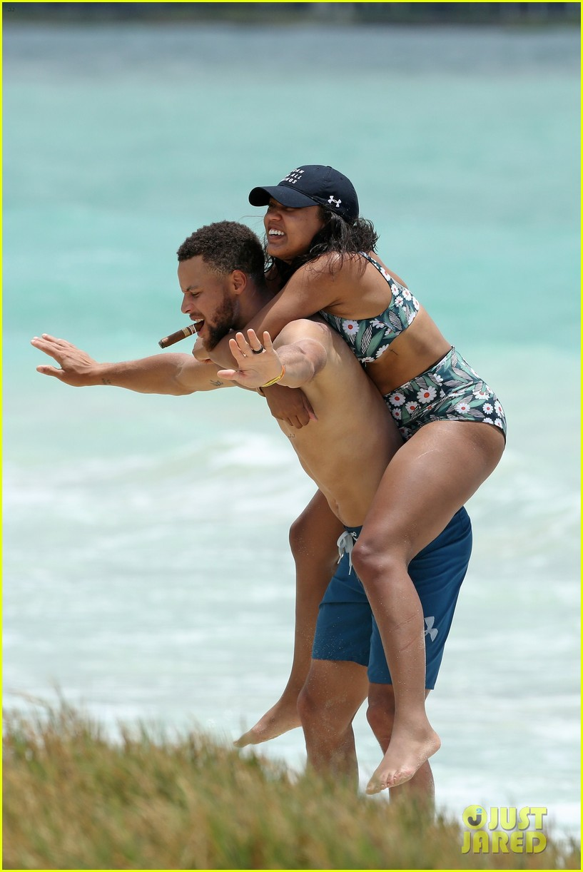 shirtless steph curry hits the beach with wife ayesha 023918191