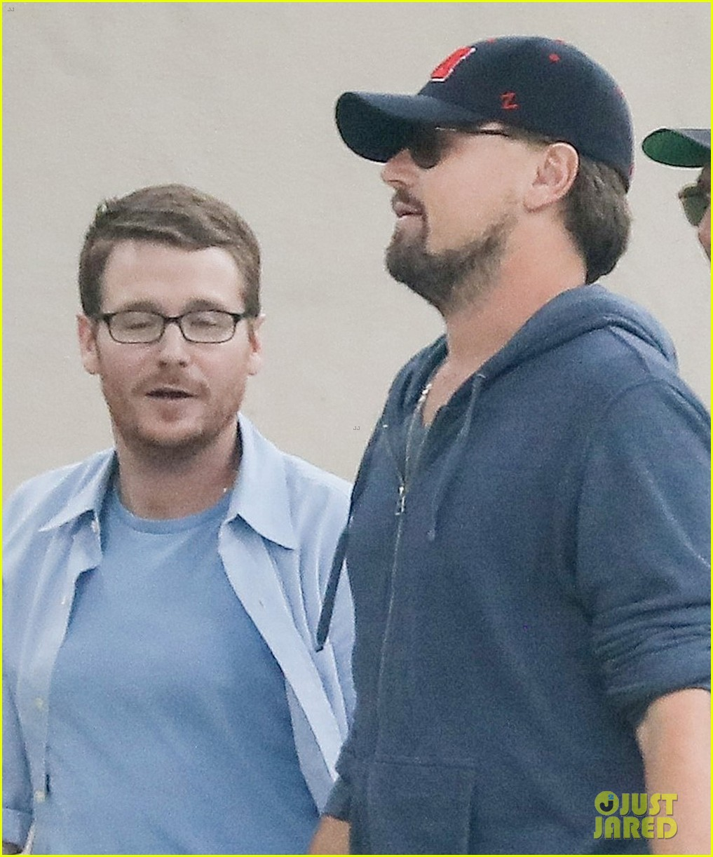 leonardo dicaprio hangs out with buddies 043909383
