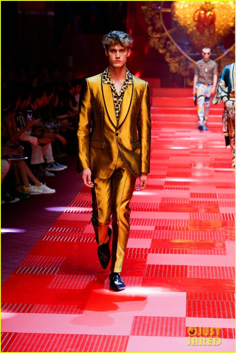 dolce gabbana milan runway show 123917280