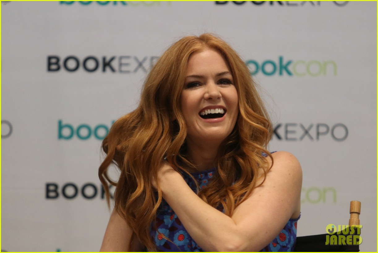 isla fisher and gabrielle union proudly promote their books 033908104