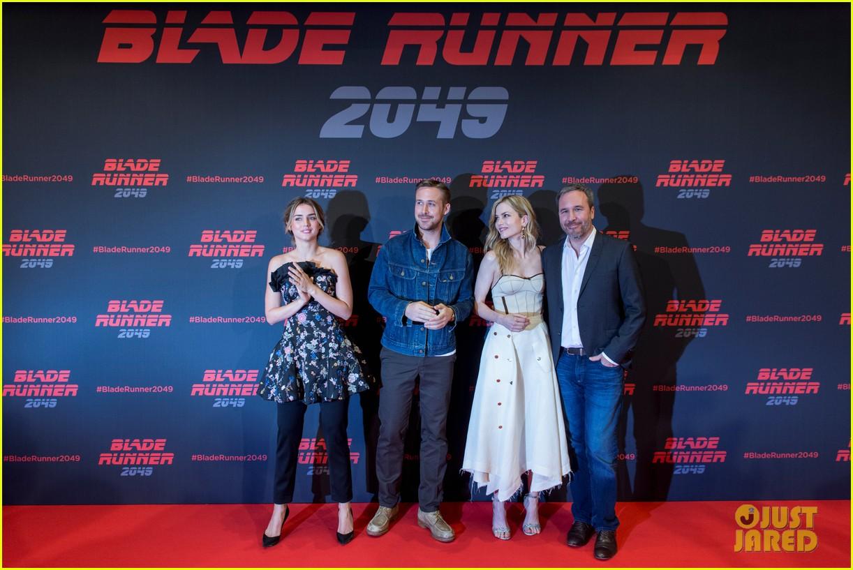 ryan gosling kicks off blade runner 2049 promo tour in spain 02