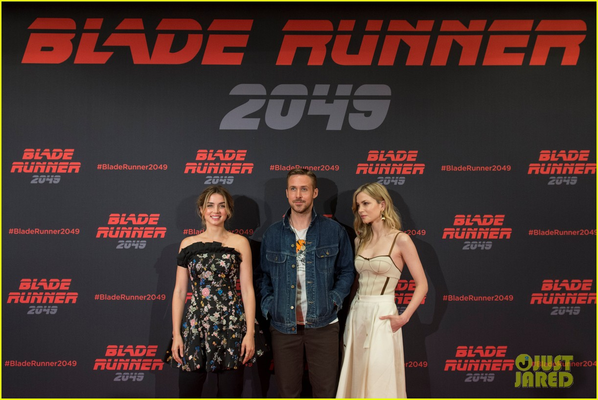 ryan gosling kicks off blade runner 2049 promo tour in spain 033916337